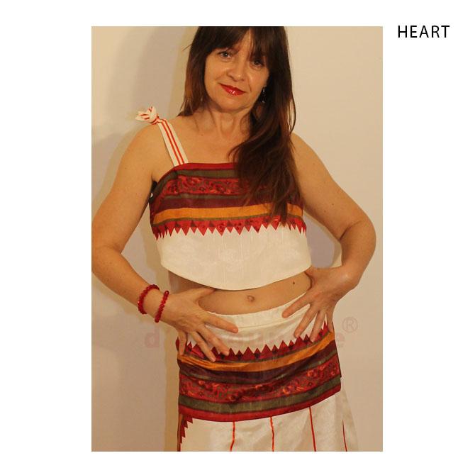 fehér, piros selyem blúz, szoknya, kendő